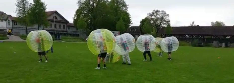 teamevent-fussball-bumperball-bubble-soccer-erlebnis-car3